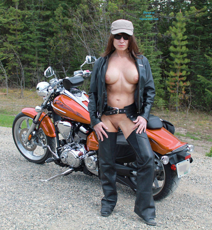 Hot nude motorcycle babes